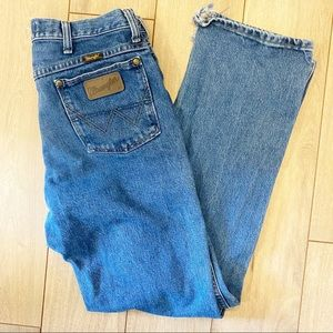 Vintage Wrangler high waist leather patch jeans.